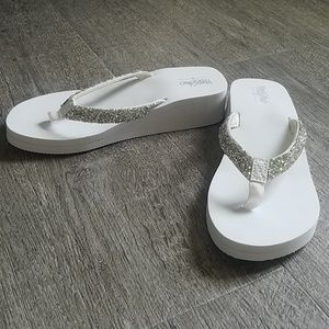 Mossimo white beaded flip flops
